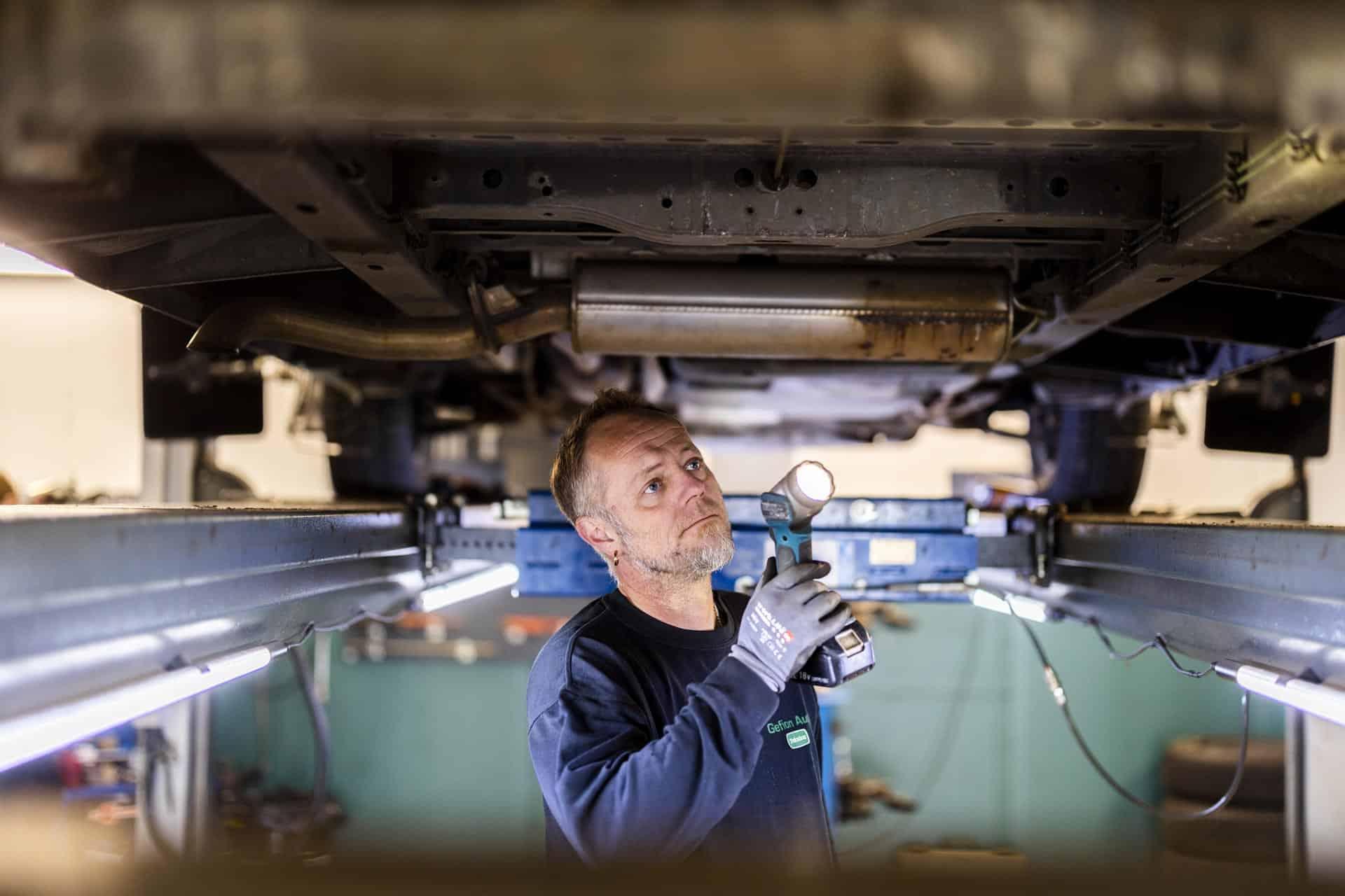Automester i Søborg servicerer bilmotor